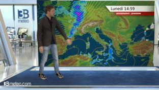 Nubi diffuse su Valpadana e Adriatiche; locali piogge sulle regioni ioniche...