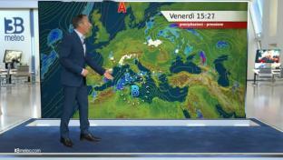 Piogge sparse su estremo Nord-Ovest, Sud e Isole; più soleggiato altrove....