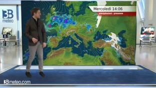 Insistono nubi compatte al Nord e sulle Tirreniche, clima ancora piuttosto mite...