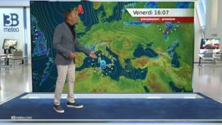 Più variabile su Alpi occidentali, Sardegna e Tirreniche con qualche temporale...