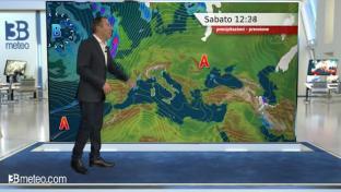 Tende a peggiorare al Nord-Ovest e sulle Isole con piogge sparse; meglio altrove...