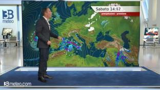 Rovesci e temporali su Isole e bassa Calabria, nubi diffuse ma innocue altrove...
