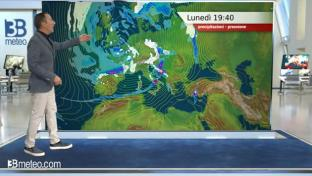 Schiarite sul medio Adriatico e all'estremo Sud; neve fino a in pianura al Nord...