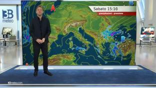 Tempo prevalentemente soleggiato sull'Italia, qualche piovasco solo in Sardegna...
