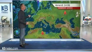 Molte nubi sull'Italia con piovaschi su Liguria , versante tirrenico e Puglia...