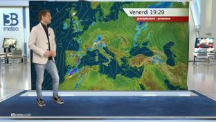 Piogge sparse al Nord e in Toscana. Poco nuvoloso al Centro-Sud e adriatiche....