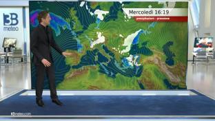 Sole prevalente. Neve su Alpi di confine; piovaschi su Puglia e Sardegna...