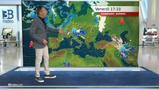 Piogge su Nord-Est e Liguria in estensione serale al Centro. Poche nubi al Sud...