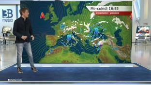 Nubi sparse al Centro-Nord, variabile con piovaschi al Sud. Temperature stabili...