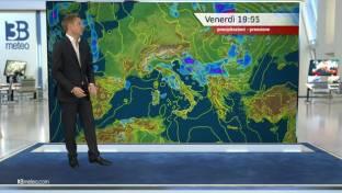 Ancora piogge e temporali al Centro; schiarite al Nord; sole e caldo al Sud...