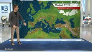 Giornata soleggiata, nubi sparse sulle Isole Maggiori. Clima diurno mite...