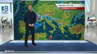 Rovesci sparsi al Nord e parte del Centro, Campania e Puglia; più sole altrove...