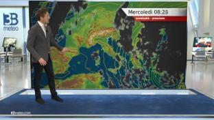 Residua variabilità su Appennino e basso Tirreno, bel tempo altrove; meno fredd...