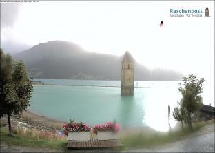 fotopoint al campanile nel lago di Resia
